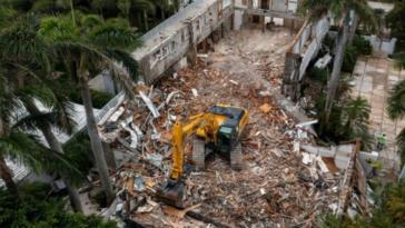 jeffrey-epsteins-palm-beach-estate-demolished