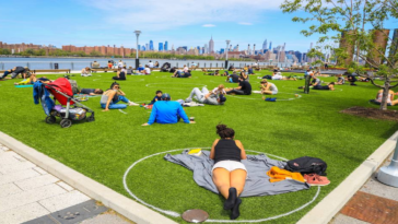 New York Park Paints 'Social Distancing'