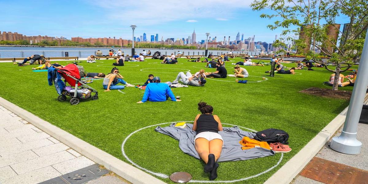 New York Park Paints 'Social Distancing'