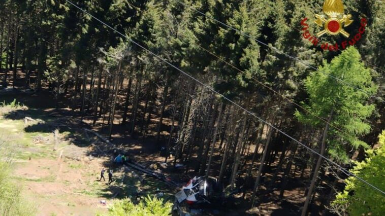 Italy, cableway collapses