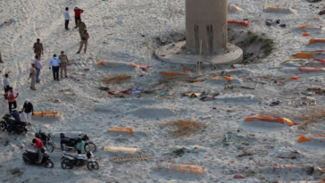Hundreds of bodies found buried on the banks of Indian rivers