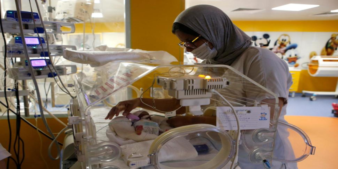 Woman gives birth to newborn twins after dangerous caesarean section