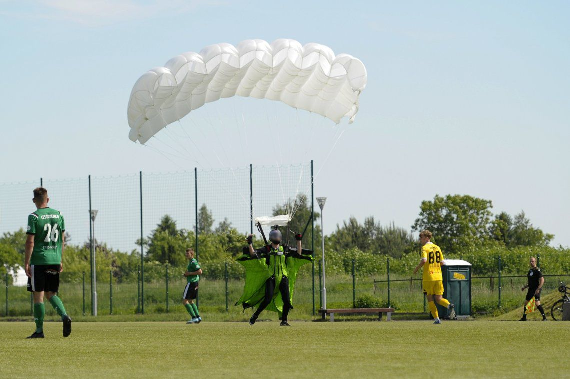 Parachutist fell in the middle of a soccer match in Poland and the referee reprimanded him
