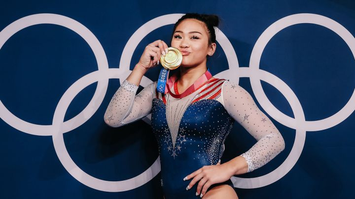 Suni Lee wins gold for the United States after Simone Biles withdrew from the competition
