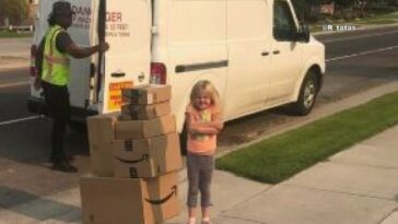6-year-old girl shopping on Amazon. This is how she does it