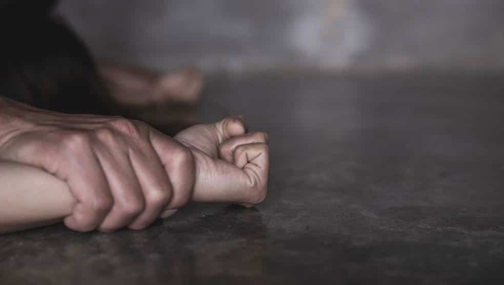 Girl stabs and kills her stepfather who tried to rape her
