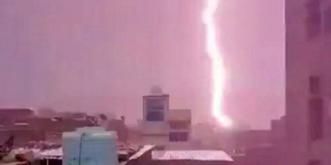 Lightning kills 18 people taking selfies on a tourist tower in Jaipur