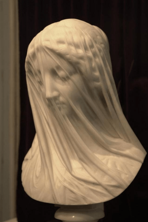 Realistic marble sculptures that went viral on social networks