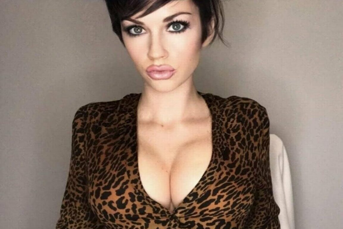 """Model can't get a """"normal"""" job because she's """"too hot"""""""