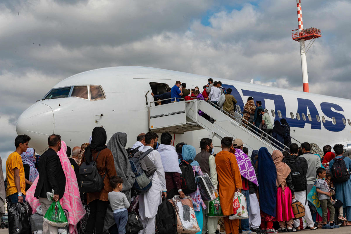 State Department issues travel warning to Americans at Kabul airport
