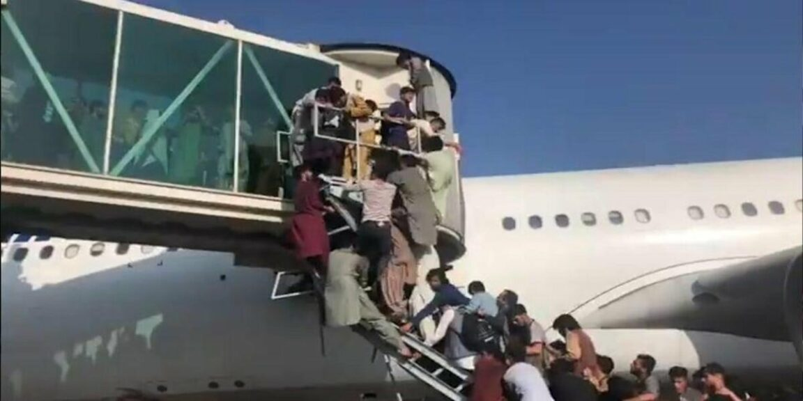 Desperate Afghans try to board flights to escape Taliban
