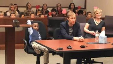 Five-year-old boy invites his entire class to witness his adoption