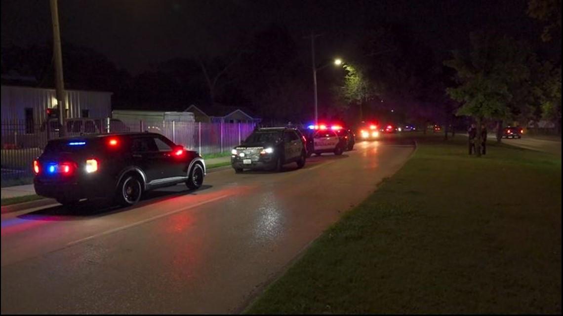 """Texas woman shoots rifle, kills alleged """"peeping Tom"""" who had been peeping through her bedroom window"""