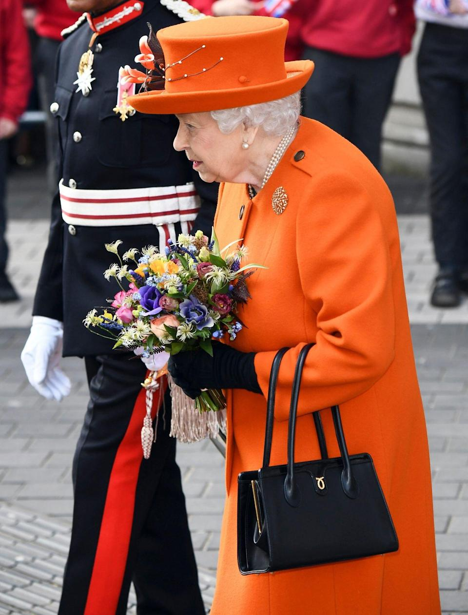 """Queen Elizabeth and troops pay tribute to 9/11 by playing the """"Star-Spangled Banner"""" at the Changing of the Guard"""