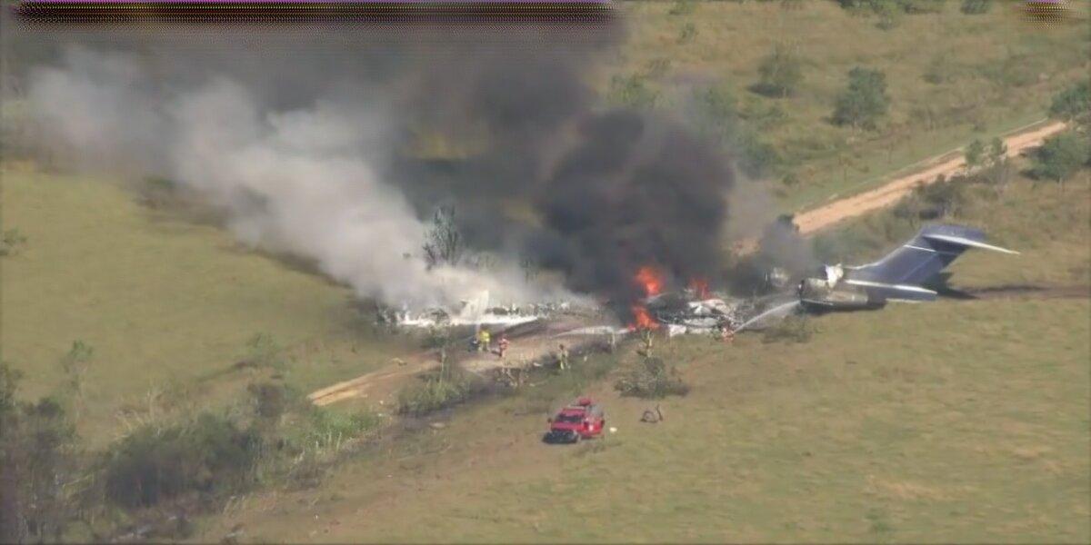 21 passengers survive a plane crash outside Houston, Texas